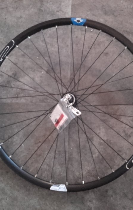 26 Shimano - Crosser Disc CL QR Front Wheel / Предна Капла Диск